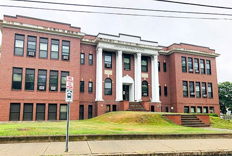 Officials support moving school administration offices to Lincoln High